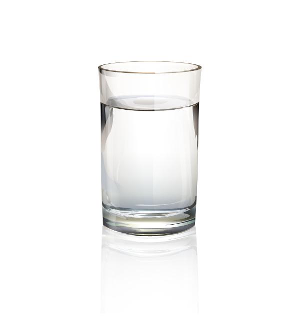 Szklanka wody po odwróconej osmozie